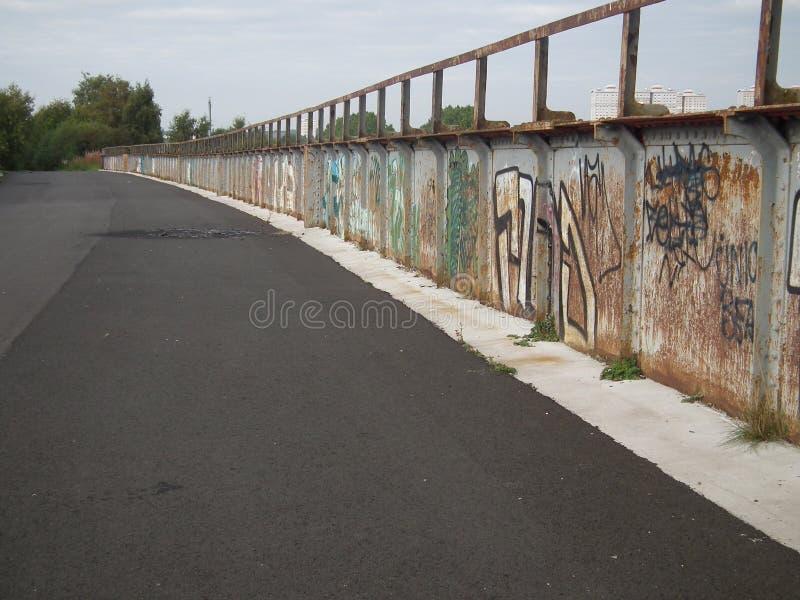Pont couvert de graffiti photographie stock libre de droits