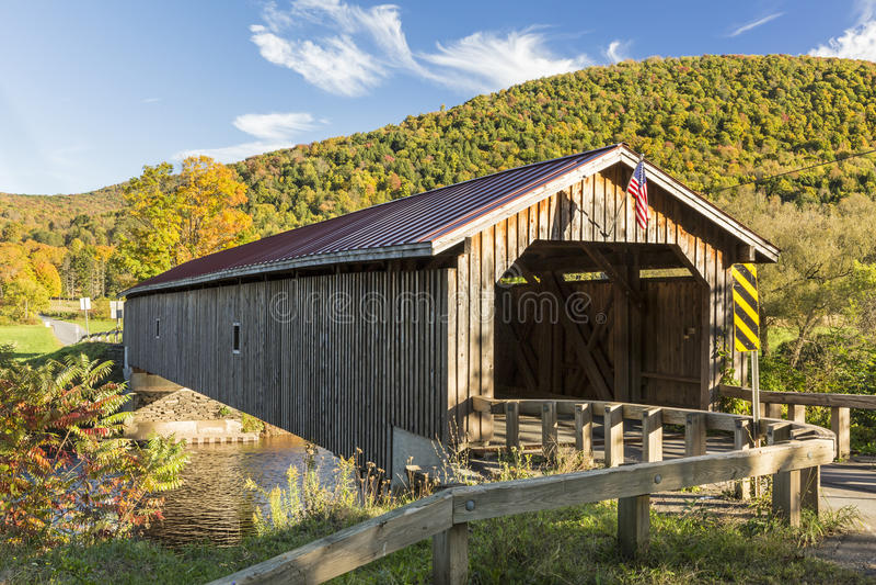 Pont couvert de Hamden en automne photo stock