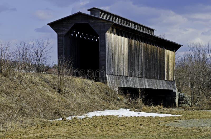 Pont couvert historique en train photographie stock libre de droits