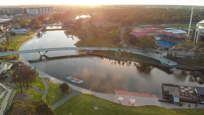 Pont d'Adelaïde, vue aérienne au crépuscule photos libres de droits