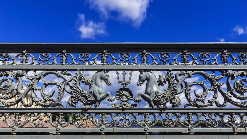 Pont d'annonce à St Petersburg, Russie image stock