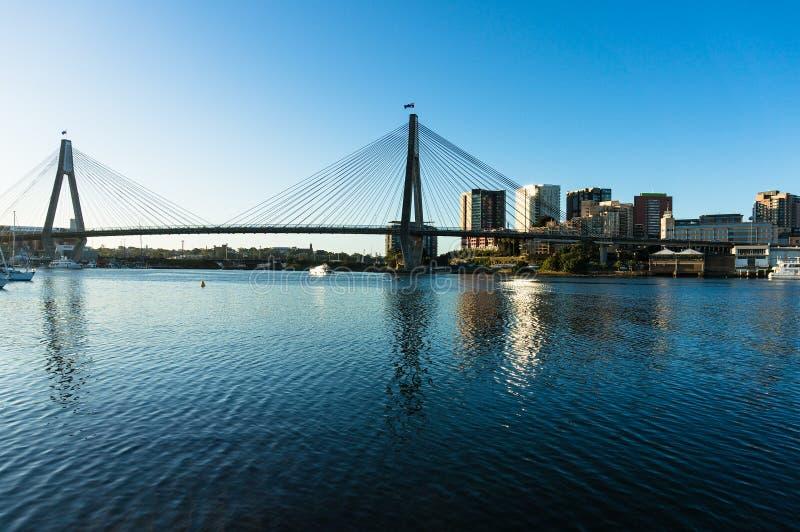 Pont d'ANZAC et paysage urbain de Sydney CBD photos stock