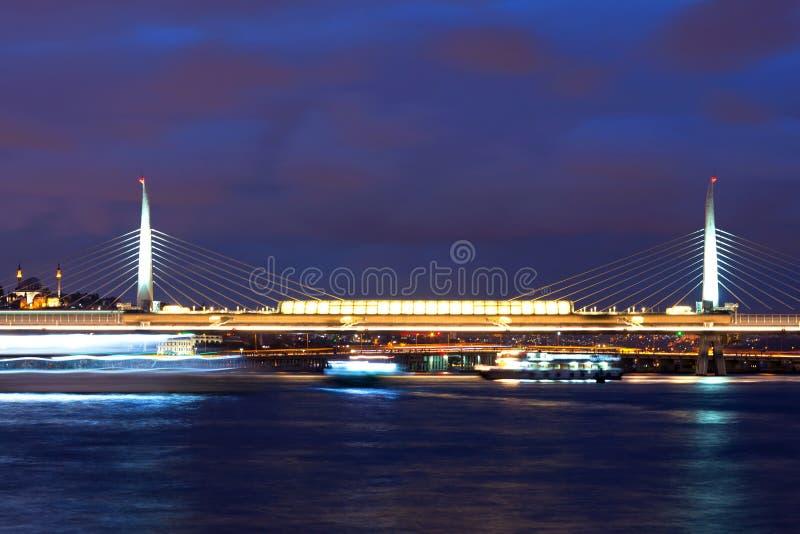 Pont d'Ataturk et klaxon d'or à Istanbul, Turquie photos stock