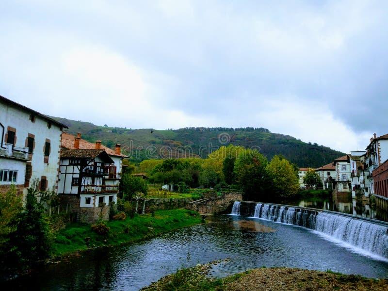 Pont d'Elizondo au-dessus de Bidasoa photographie stock libre de droits