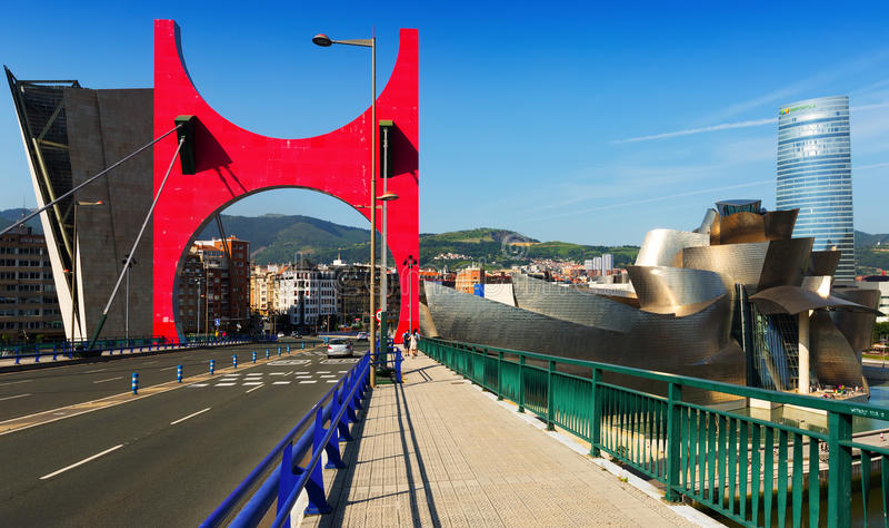 Pont d'onguent de La avec le musée de Guggenheim bilbao photo stock