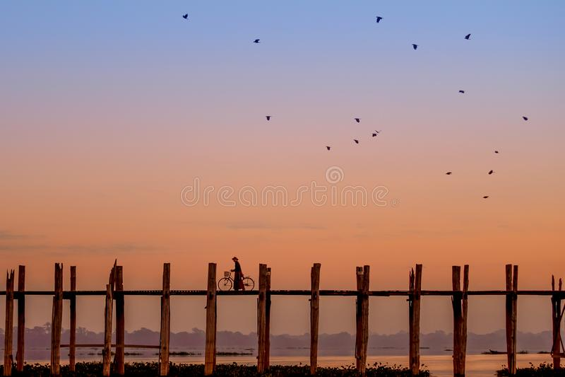 Pont d'U Bein au coucher du soleil photographie stock