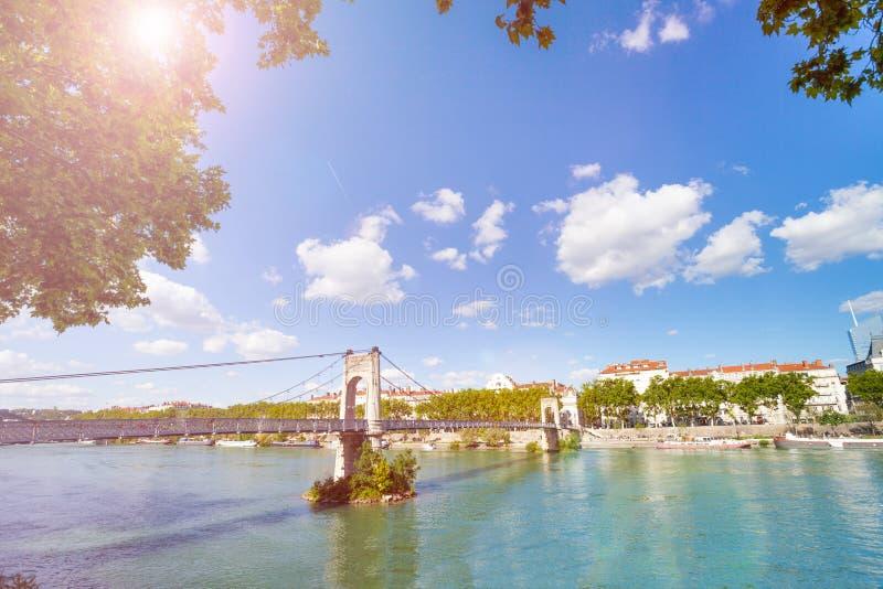Pont d'université de passage au-dessus du Rhône à Lyon photos stock