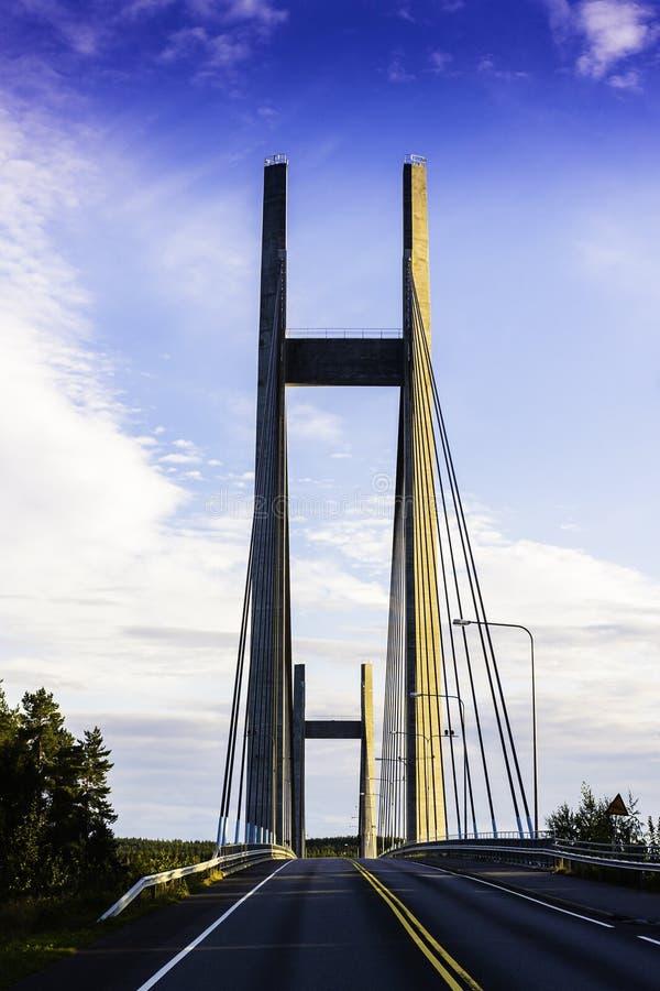 Pont dans la terre de nulle part photo stock
