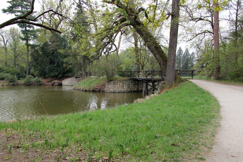 Pont dans le château Lednice photos stock