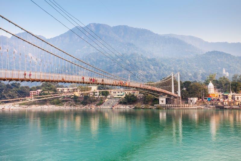 Pont dans Rishikesh photo libre de droits