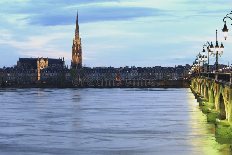 Pont de皮埃尔桥梁,红葡萄酒,法国 免版税图库摄影