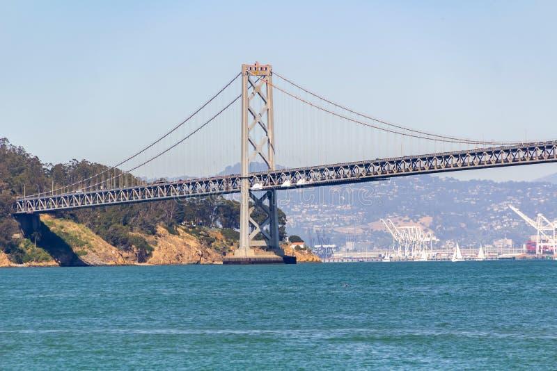 Pont de baie d'Auckland, dans la ville de San Francisco par temps ensoleillé clair photo libre de droits