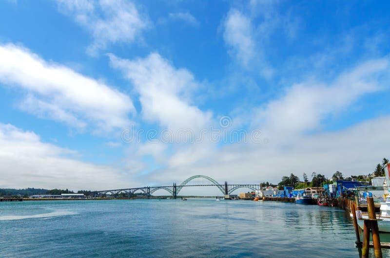 Pont de baie de Yaquina image libre de droits
