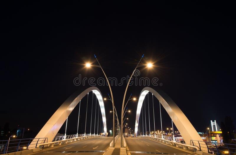 Pont de Basarab pendant la nuit dans la ville de Bucarest image libre de droits
