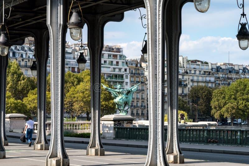 Pont de Bir-Hakeim sobre el Sena - la París, Francia fotografía de archivo libre de regalías
