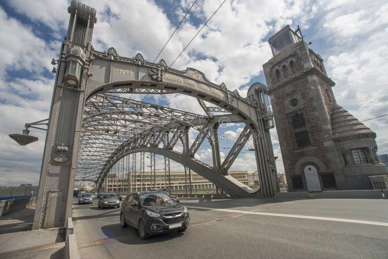 Pont de Bolsheokhtinsky dans Sankt Pétersbourg photos libres de droits