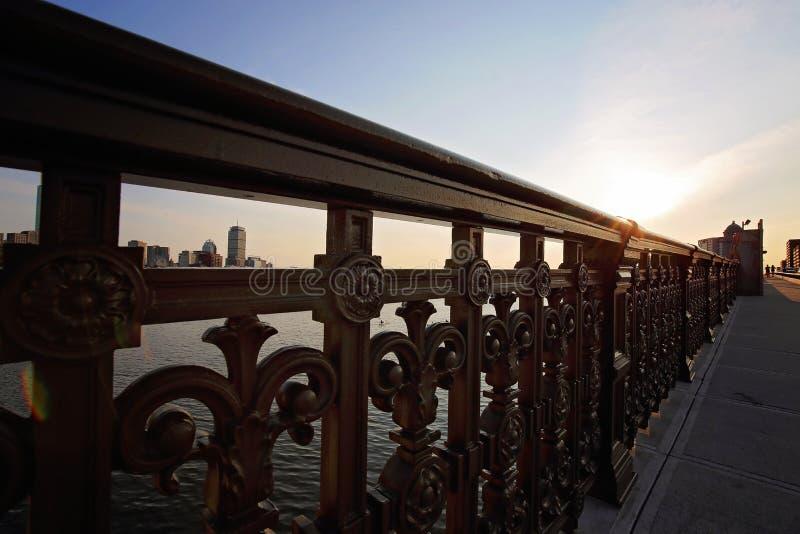 Pont de Boston Longfellow au coucher du soleil images stock