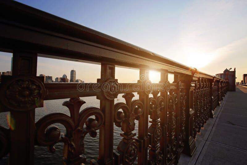 Pont de Boston Longfellow au coucher du soleil photographie stock