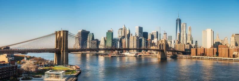Pont de Brooklyn et Manhattan au jour ensoleillé photos libres de droits