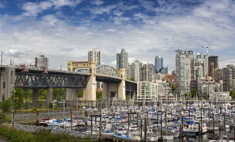 Pont de Burrard et marina de False Creek à Vancouver AVANT JÉSUS CHRIST photo libre de droits