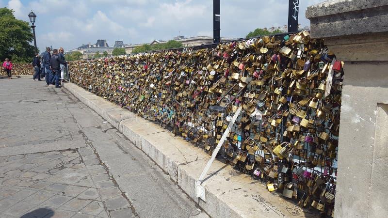 Pont de cadenas d'amants photographie stock