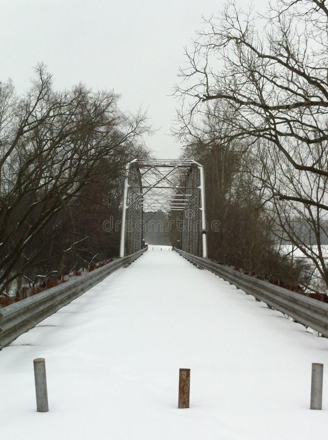 Pont de Camelback dans la neige photographie stock libre de droits