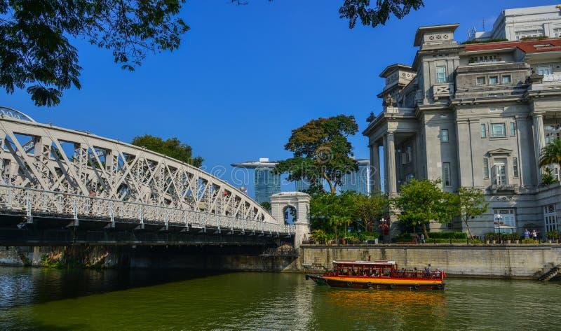 Pont de Cavenagh au-dessus de la rivi?re de Singapour photos libres de droits