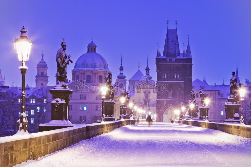 Pont de Charles, vieille tour de pont de ville, Prague (l'UNESCO), r tchèque photo stock