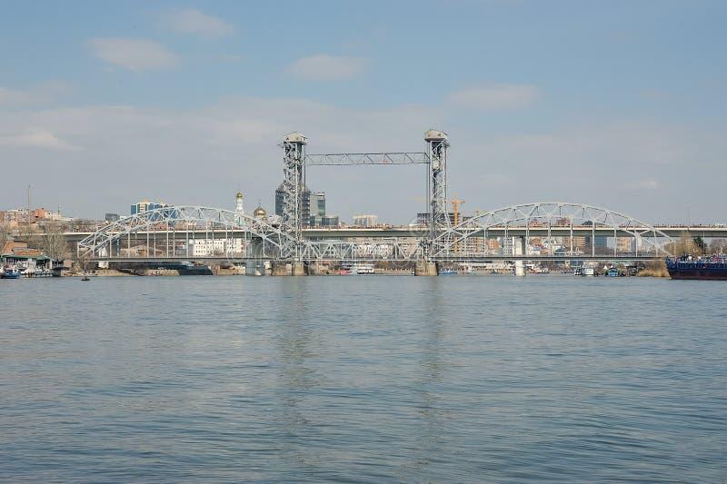Pont de chemin de fer de bascule au-dessus de la rivière Don à Rostov-On-Don image libre de droits