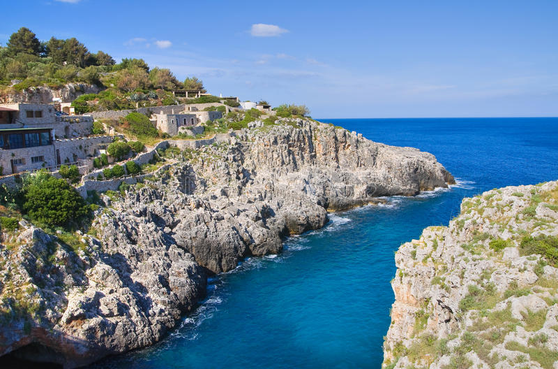 Pont de Ciolo. Santa Maria di Leuca. La Puglia. L'Italie. photos stock