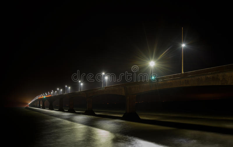Pont de confédération la nuit images stock