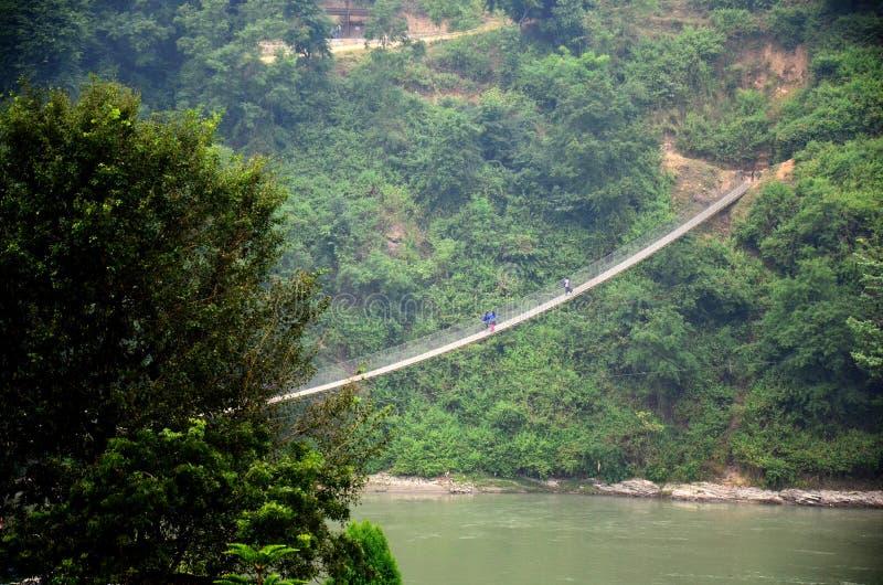 Pont de corde en vallée d'Annapurna image stock