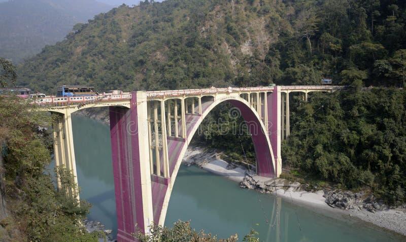 Pont de couronnement sur la rivière Tista images libres de droits
