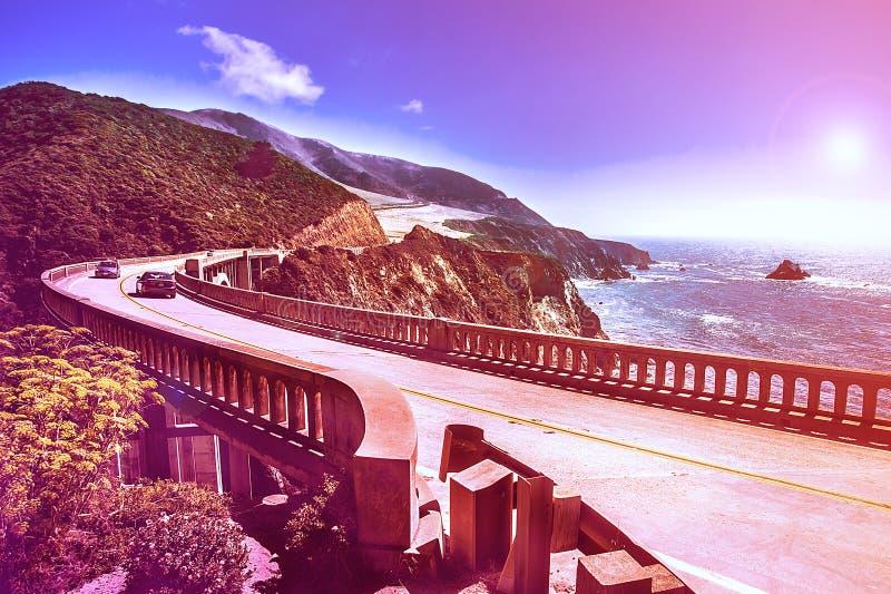 Pont de crique de Bixby sur la route 1 à la côte ouest des USA photographie stock libre de droits
