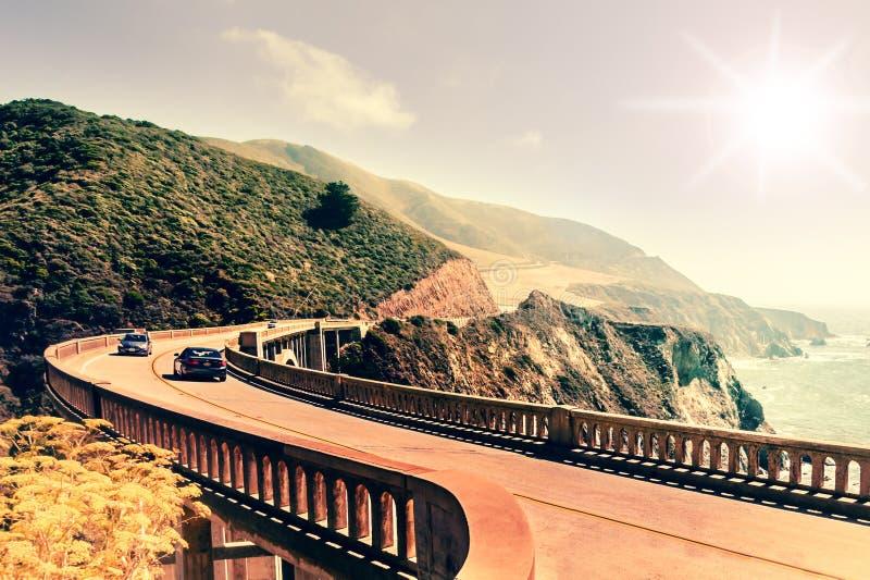 Pont de crique de Bixby sur la route 1 à la côte ouest des USA, la Californie photographie stock