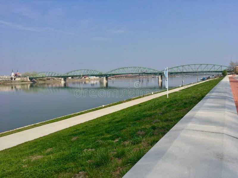 Pont de Danube dans Komarom image libre de droits