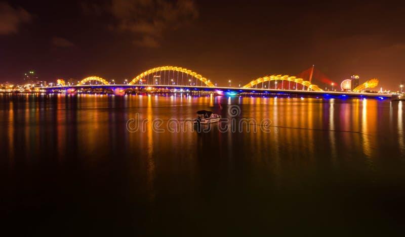 Pont de dragon, Vietnam image stock