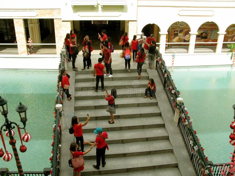 Pont de fête, mail de Venise Grand Canal, Taguig, métro Manille, Philippines image stock