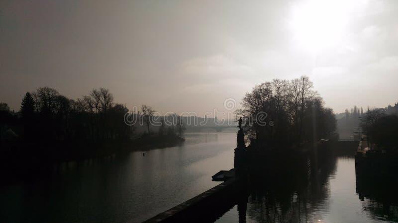 Pont de fumée de rivière de Prague photo libre de droits