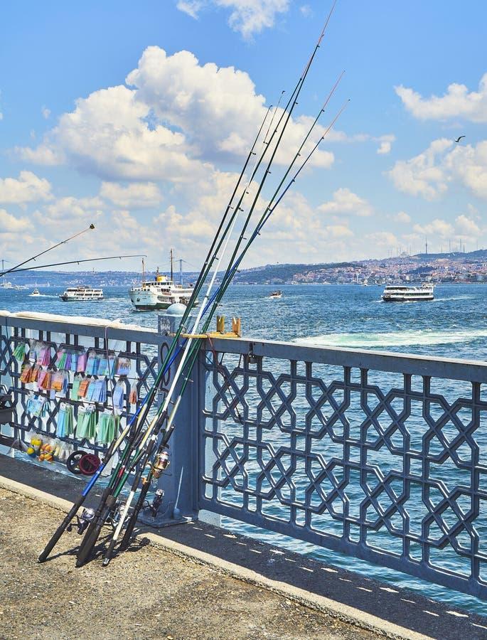 Pont de Galata au-dessus de la baie d'or de klaxon Istanbul, Turquie photo stock
