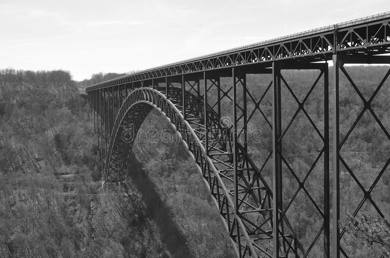 Pont de gorge de nouvelle rivière (noir et blanc) images libres de droits