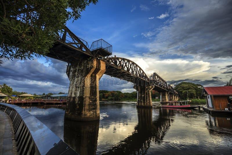 Pont de Kwai de rivière images stock
