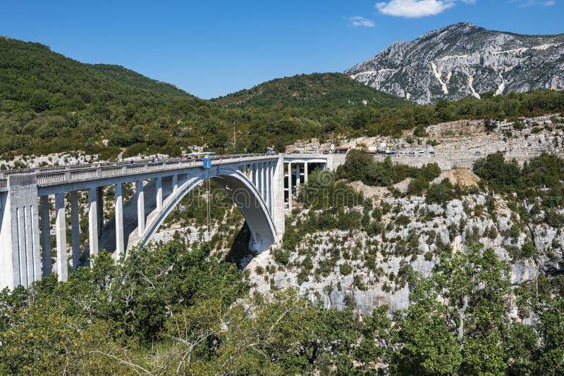 Download Pont De l'Aturby (Frances) image stock. Image du passerelle - 76085319