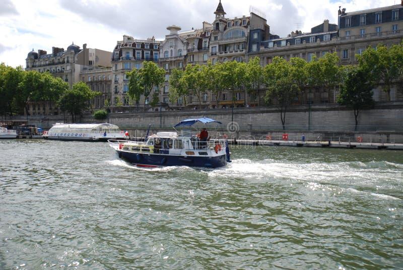 Pont de la Concorde, via navegável, transporte da água, água, esporte de barco imagem de stock royalty free