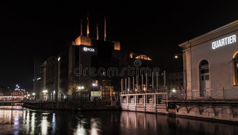 Pont de la Machine 日内瓦夜都市风景  免版税库存照片