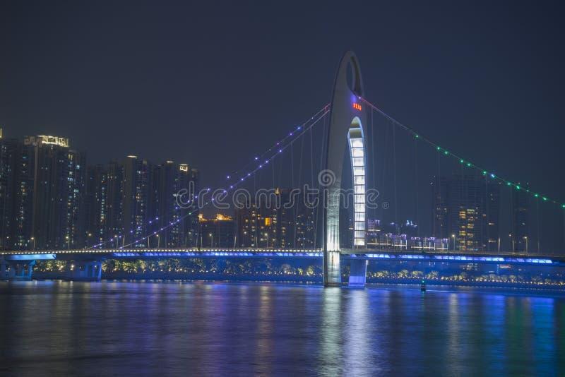 Pont de Liede illuminé la nuit dans Guangzhou, Chine photo libre de droits