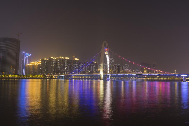 Pont de Liede illuminé la nuit dans Guangzhou, Chine image stock