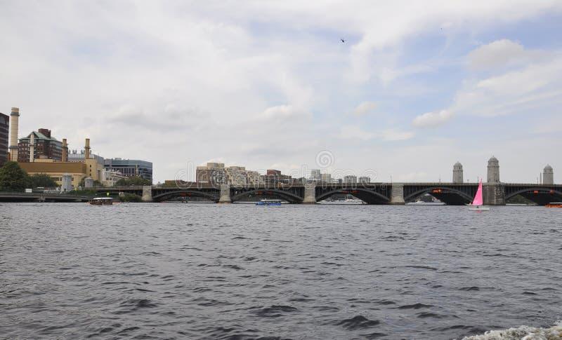 Pont de Longfellow au-dessus de Charles River de Boston dans l'état de Massachusettes des Etats-Unis image libre de droits