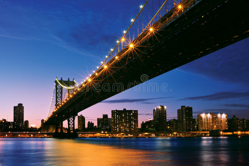 Pont de Manhattan - horizon de New York City images stock
