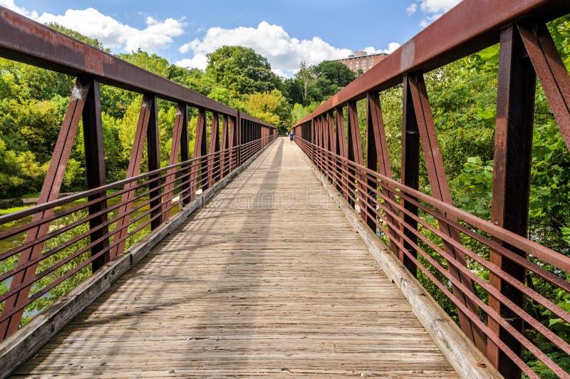 Pont de marche au-dessus de James River en Richmond Va photo stock